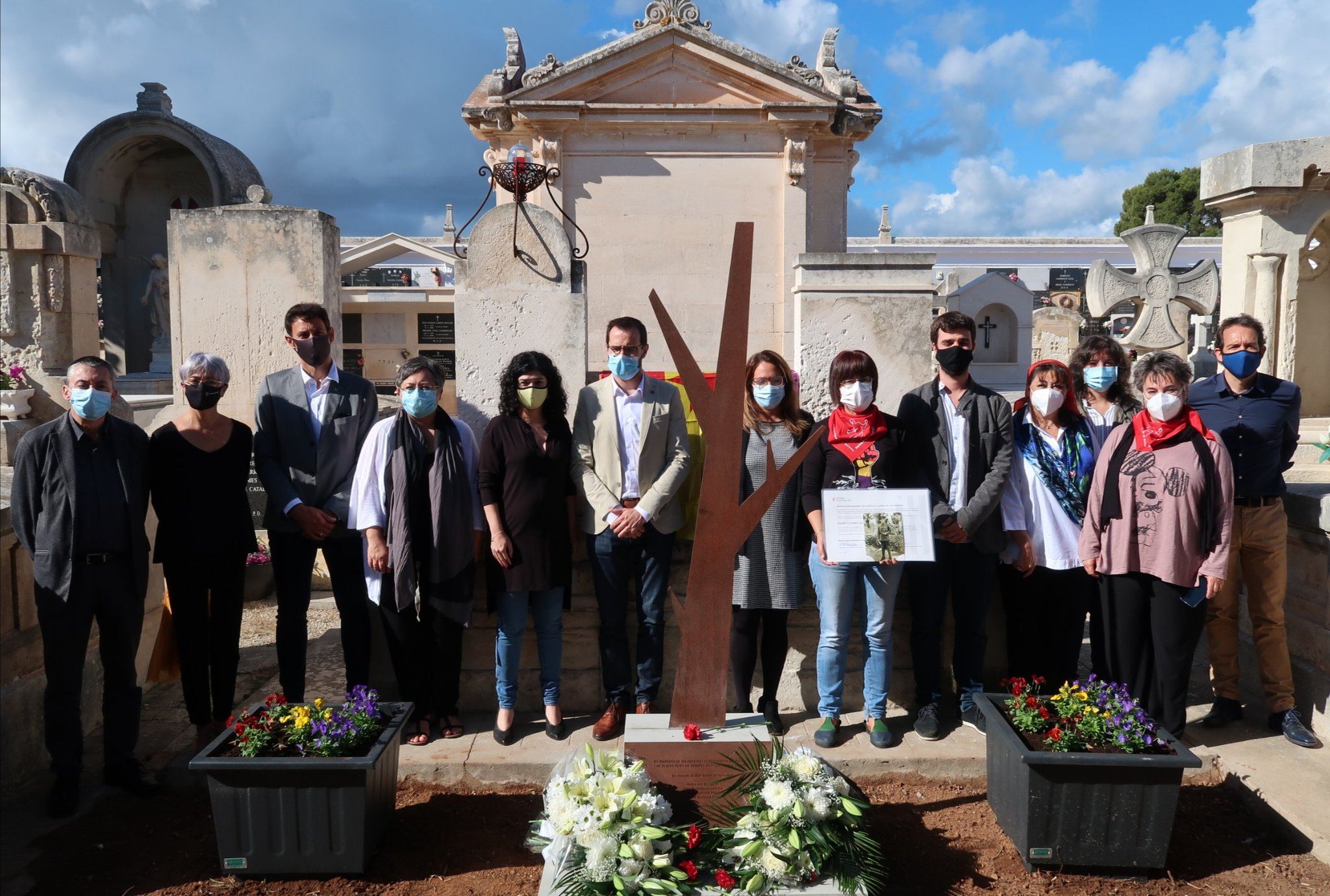 S'inaugura un «arbre de la memòria» al cementiri de Maó en record a quatre víctimes de la repressió franquista