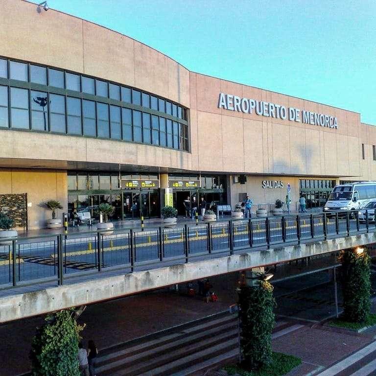 Mocio de suport als treballadors d'AENA de l'Aeroport de Menorca